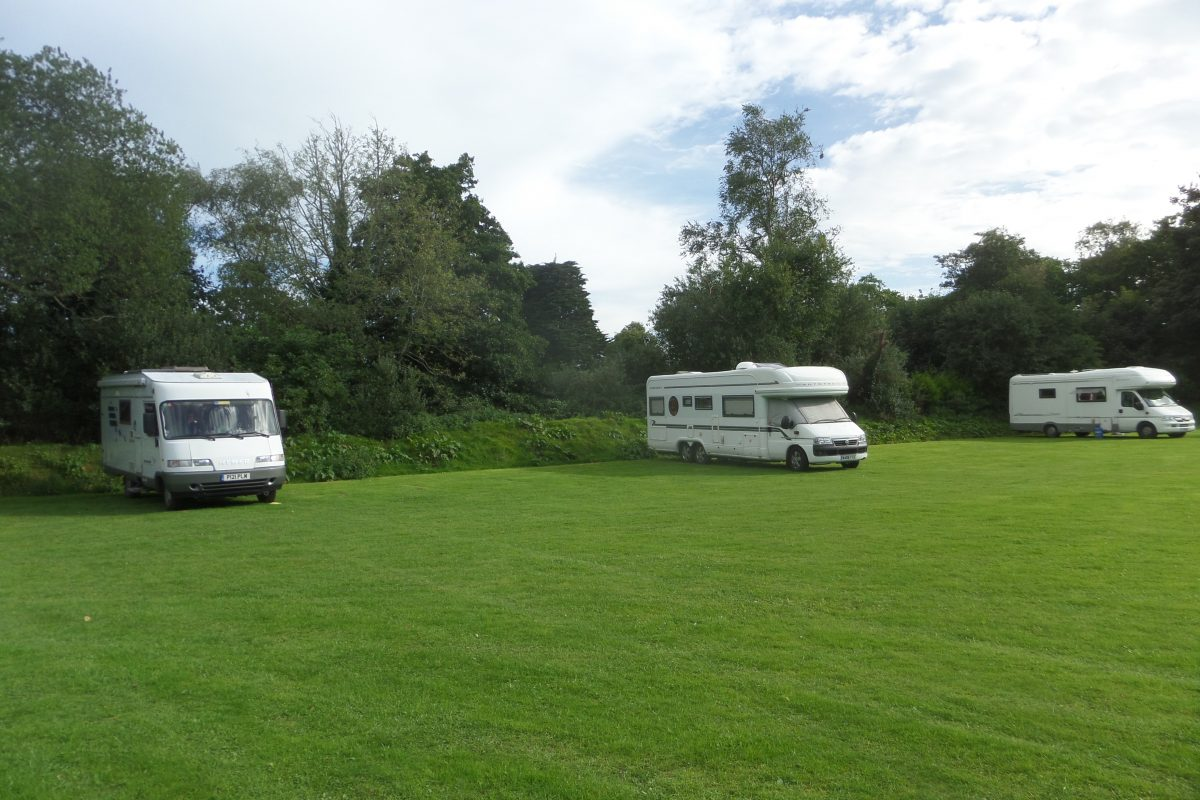 Britannia Inn near Par have a dedicated field for motorhomes. All services available too.